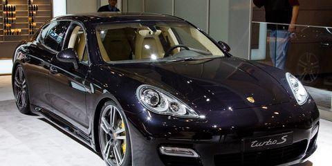 Tire, Wheel, Automotive design, Vehicle, Land vehicle, Rim, Porsche panamera, Performance car, Car, Alloy wheel,