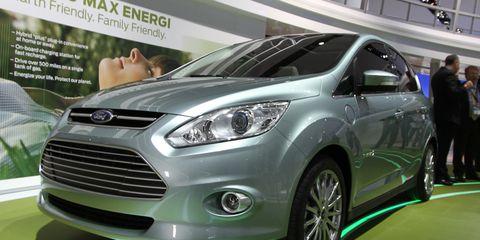 Wheel, Motor vehicle, Tire, Automotive design, Product, Vehicle, Headlamp, Land vehicle, Grille, Car,