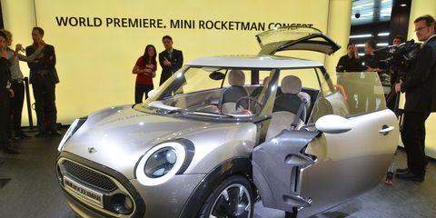 Motor vehicle, Tire, Automotive design, Vehicle, Land vehicle, Car, Grille, Headlamp, Vehicle door, Automotive exterior,