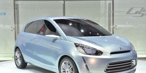 Tire, Motor vehicle, Wheel, Automotive mirror, Mode of transport, Automotive design, Automotive tire, Vehicle, Transport, Product,