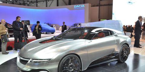 Tire, Wheel, Automotive design, Vehicle, Land vehicle, Event, Car, Rim, Alloy wheel, Auto show,