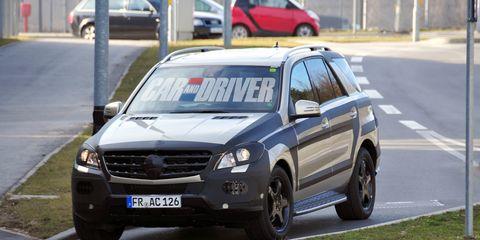 Tire, Wheel, Motor vehicle, Road, Land vehicle, Vehicle, Automotive parking light, Road surface, Infrastructure, Asphalt,