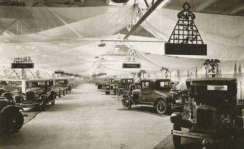 Motor vehicle, Mode of transport, Transport, Automotive exterior, Classic, Fender, Classic car, Headlamp, Antique car, Automotive lighting,