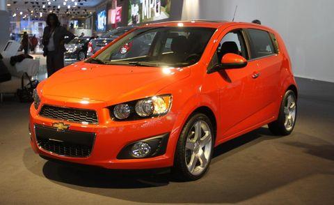 Motor vehicle, Tire, Wheel, Automotive design, Vehicle, Transport, Automotive mirror, Automotive lighting, Car, Headlamp,