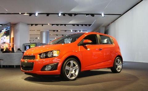 Motor vehicle, Tire, Automotive design, Vehicle, Automotive mirror, Automotive lighting, Car, Rim, Headlamp, Automotive tire,