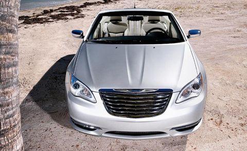 Automotive design, Vehicle, Land vehicle, Hood, Headlamp, Grille, Automotive lighting, Car, Automotive exterior, Automotive mirror,