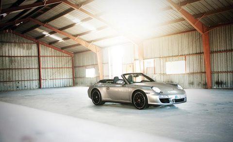 Tire, Wheel, Automotive design, Vehicle, Rim, Automotive parking light, Alloy wheel, Automotive lighting, Performance car, Car,
