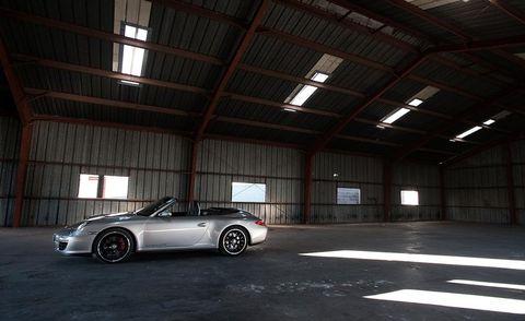 Tire, Wheel, Automotive design, Alloy wheel, Vehicle, Automotive parking light, Land vehicle, Rim, Automotive lighting, Automotive tire,