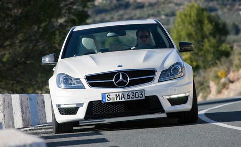 Mode of transport, Automotive design, Vehicle, Road, Land vehicle, Grille, Hood, Car, Mercedes-benz, Automotive exterior,