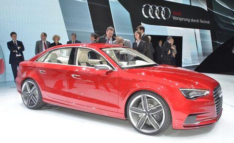Tire, Automotive design, Vehicle, Event, Land vehicle, Car, Alloy wheel, Personal luxury car, Grille, Luxury vehicle,