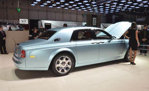 Tire, Wheel, Automotive design, Vehicle, Rim, Alloy wheel, Car, Spoke, Fender, Full-size car,