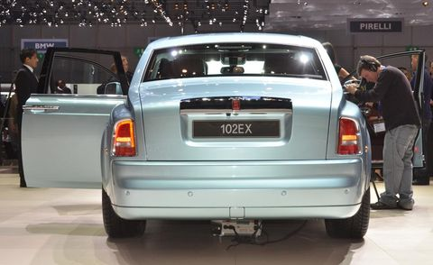 Automotive design, Vehicle, Land vehicle, Car, Automotive tail & brake light, Automotive parking light, Vehicle registration plate, Automotive lighting, Automotive exterior, Personal luxury car,