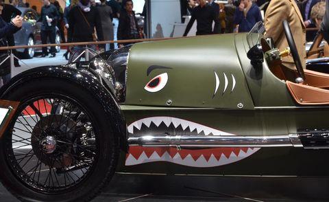 Automotive design, Automotive tire, Automotive wheel system, Classic, Logo, Spoke, Antique car, Auto show, Classic car, Tread,