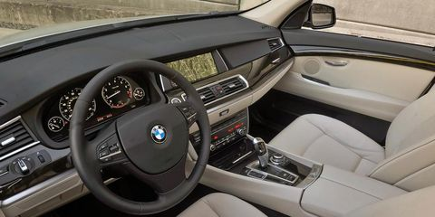 Motor vehicle, Steering part, Steering wheel, Vehicle, Automotive design, Automotive mirror, Center console, Vehicle door, White, Car,