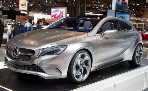 Mode of transport, Automotive design, Vehicle, Land vehicle, Car, Personal luxury car, Auto show, Exhibition, Grille, Luxury vehicle,