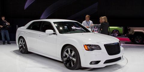 Tire, Wheel, Automotive design, Vehicle, Land vehicle, Event, Automotive tire, Automotive lighting, Car, Headlamp,