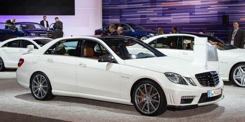 Wheel, Tire, Automotive design, Land vehicle, Vehicle, Alloy wheel, Car, Rim, Personal luxury car, Grille,