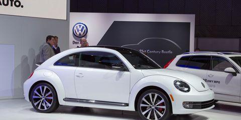 Tire, Wheel, Motor vehicle, Automotive design, Vehicle, Automotive tire, Land vehicle, Alloy wheel, Automotive wheel system, Car,