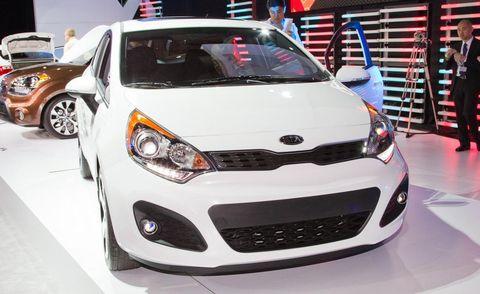 Motor vehicle, Automotive design, Vehicle, Land vehicle, Headlamp, Automotive lighting, Hood, Car, Grille, Automotive wheel system,