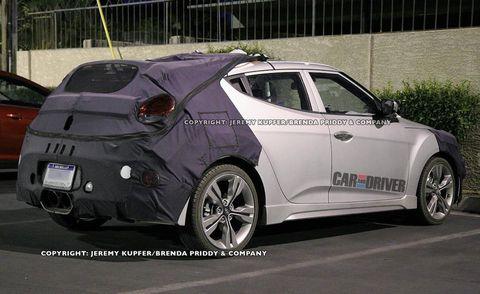 Tire, Motor vehicle, Wheel, Automotive design, Mode of transport, Vehicle, Land vehicle, Car, Rim, Automotive wheel system,