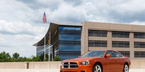 Tire, Motor vehicle, Wheel, Automotive design, Daytime, Automotive tire, Vehicle, Transport, Automotive lighting, Automotive parking light,