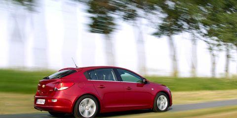Wheel, Tire, Automotive design, Mode of transport, Vehicle, Car, Rim, Automotive mirror, Automotive lighting, Alloy wheel,