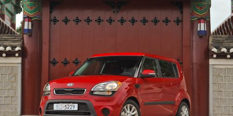 Motor vehicle, Tire, Automotive design, Vehicle, Automotive mirror, Car, Automotive parking light, Windscreen wiper, Alloy wheel, Vehicle door,