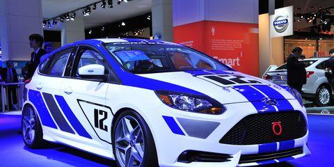 Tire, Wheel, Automotive design, Vehicle, Land vehicle, Event, Car, Headlamp, Grille, Auto show,