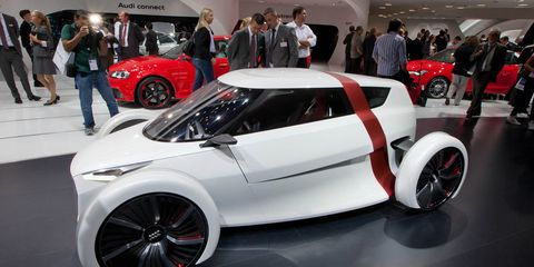 Tire, Wheel, Automotive design, Vehicle, Land vehicle, Automotive wheel system, Event, Alloy wheel, Automotive tire, Auto show,