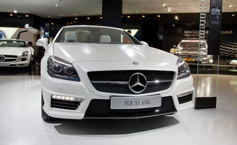 Automotive design, Mode of transport, Vehicle, Land vehicle, Grille, Car, Personal luxury car, Mercedes-benz, Luxury vehicle, Hood,