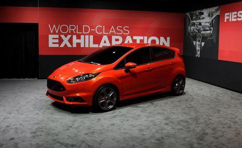 Tire, Motor vehicle, Wheel, Automotive design, Mode of transport, Vehicle, Automotive mirror, Car, Headlamp, Hatchback,