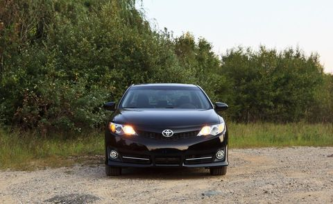 Automotive design, Vehicle, Automotive lighting, Rim, Road, Headlamp, Hood, Car, Glass, Automotive mirror,