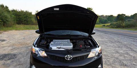 Motor vehicle, Automotive design, Automotive lighting, Vehicle, Automotive exterior, Road, Headlamp, Car, Road surface, Grille,