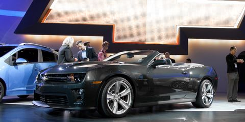 Tire, Wheel, Automotive design, Vehicle, Alloy wheel, Automotive tire, Land vehicle, Automotive wheel system, Rim, Car,