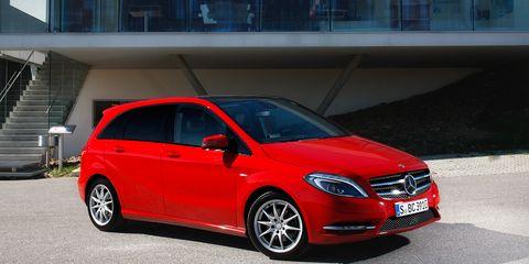 Tire, Wheel, Automotive design, Mode of transport, Vehicle, Automotive mirror, Car, Hood, Rim, Grille,