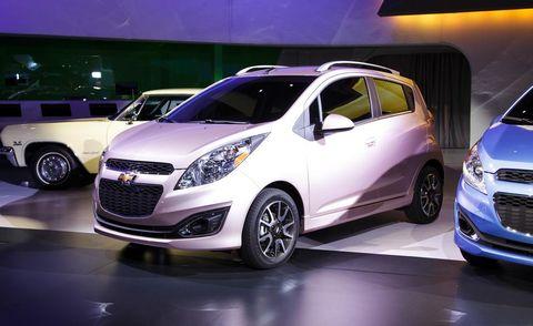 Motor vehicle, Tire, Wheel, Automotive design, Mode of transport, Vehicle, Land vehicle, Automotive mirror, Automotive lighting, Car,