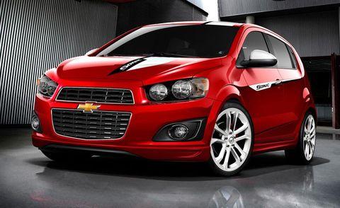 Tire, Motor vehicle, Wheel, Automotive design, Vehicle, Car, Hood, Headlamp, Automotive lighting, Automotive mirror,