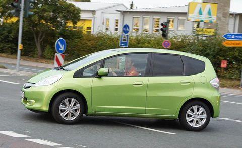 Motor vehicle, Tire, Wheel, Mode of transport, Automotive mirror, Automotive design, Vehicle, Transport, Automotive wheel system, Land vehicle,