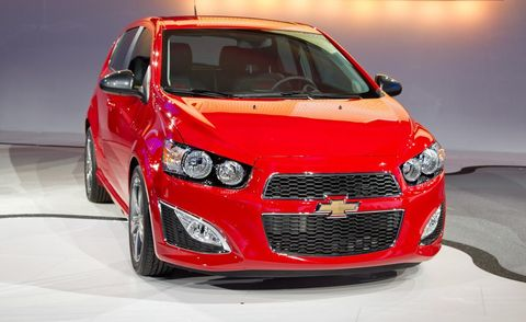 Motor vehicle, Automotive design, Daytime, Vehicle, Automotive lighting, Car, Grille, Headlamp, Red, Hood,