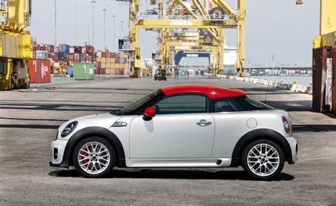 Motor vehicle, Tire, Wheel, Automotive design, Vehicle, Automotive tire, Automotive exterior, Rim, Vehicle door, Transport,