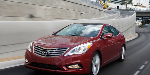 Motor vehicle, Mode of transport, Road, Automotive mirror, Vehicle, Automotive design, Automotive lighting, Infrastructure, Headlamp, Transport,