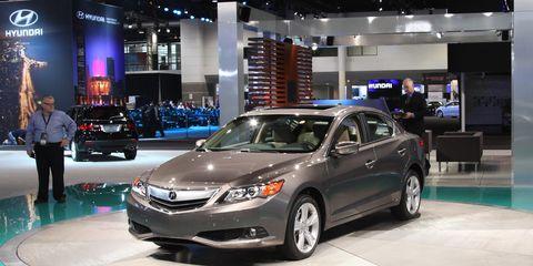 Wheel, Automotive design, Vehicle, Event, Land vehicle, Car, Automotive lighting, Glass, Full-size car, Mid-size car,
