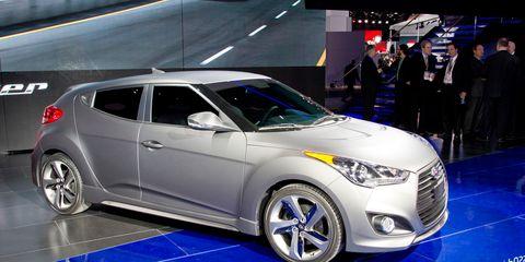 Motor vehicle, Tire, Wheel, Mode of transport, Automotive design, Vehicle, Product, Land vehicle, Automotive lighting, Automotive tire,
