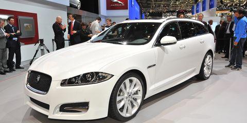 Tire, Wheel, Automotive design, Vehicle, Land vehicle, Event, Car, Grille, Headlamp, Alloy wheel,