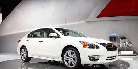 Nissan Altima Horsepower >> 2013 Nissan Altima Sedan Photos And Info 8211 News 8211 Car