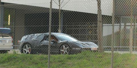 Tire, Vehicle, Land vehicle, Mesh, Wire fencing, Car, Alloy wheel, Automotive tire, Rim, Automotive parking light,