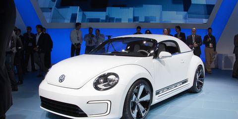 Motor vehicle, Tire, Wheel, Automotive design, Vehicle, Land vehicle, Car, Automotive tire, Automotive wheel system, Alloy wheel,