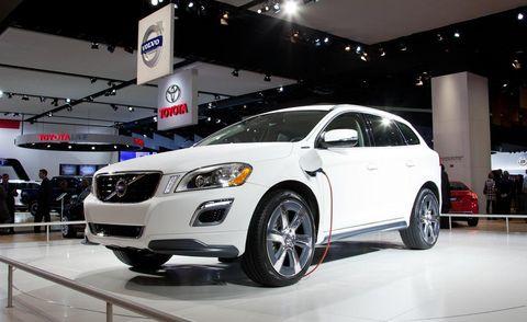 Tire, Motor vehicle, Wheel, Automotive design, Vehicle, Automotive tire, Automotive lighting, Event, Headlamp, Transport,