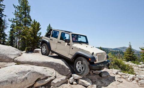 Tire, Wheel, Automotive tire, Automotive design, Automotive exterior, Vehicle, Land vehicle, Hood, Rim, Car,