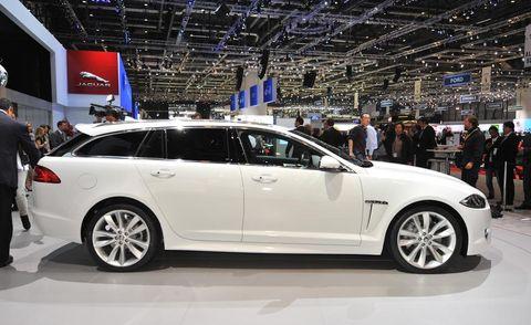 Tire, Wheel, Automotive design, Vehicle, Land vehicle, Car, Alloy wheel, Rim, Spoke, Full-size car,